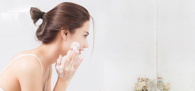 Es fundamental limpiar e hidratar el rostro antes de maquillarse