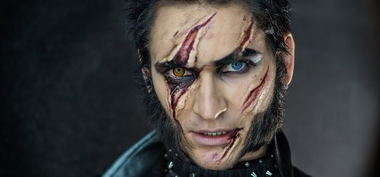 Existen varias posibilidades de crear el look de hombre lobo terrorífico