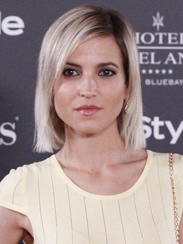 La actriz Ana Fernández con raíz castaña y melena rubia