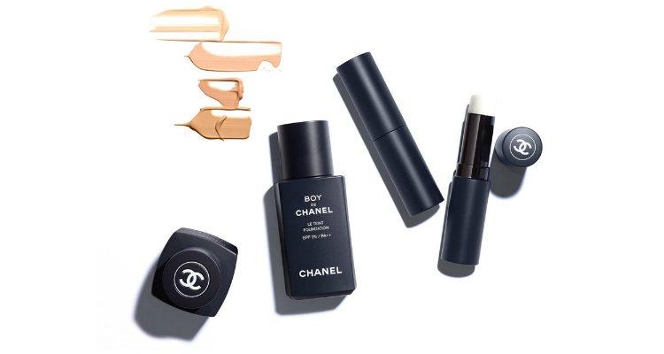 La base de maquillaje y el bálsamo labial de la colección masculina 'Boy de Chanel'