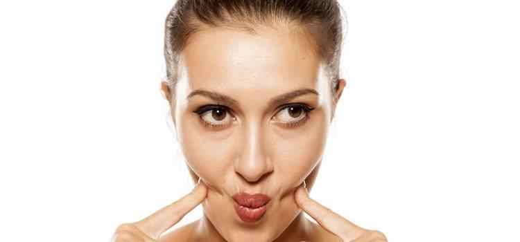 Realizar una rutina de ejercicios faciles ayuda a eliminar las arrugas