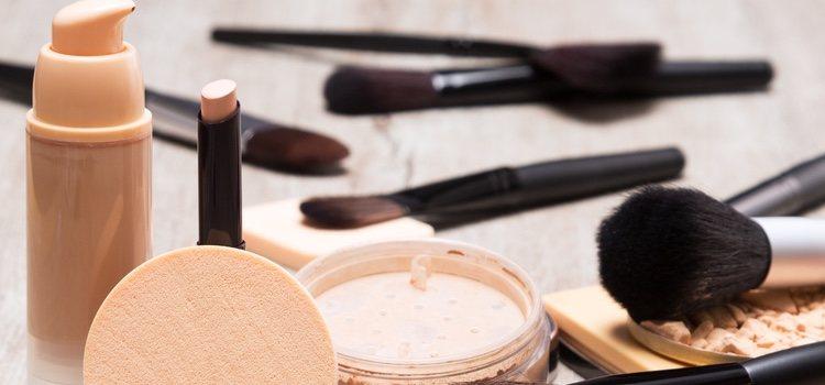 Se debe usar un maquillaje hipoalergénico