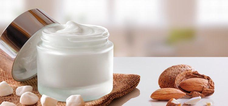 Hay que utilicar crema para mantener hidratada nuestra piel