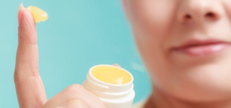 Para conseguir la fijación deberemos de aplicar el maquillaje inmediatamente después de la vaselina