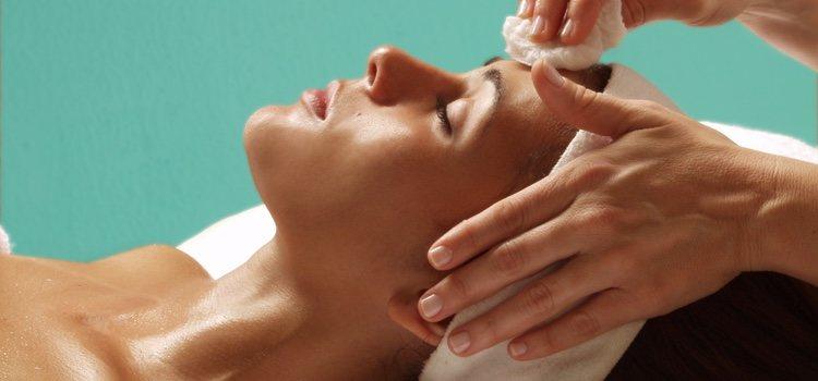Se recomienda hacer una limpieza facial al mes