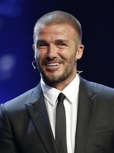 El futbolista David Beckham con el pelo rapado