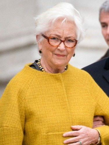 La Reina Paola de Bélgica, con una melena corta