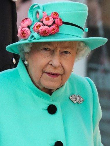 La Reina Isabel II de Reino Unido, fiel a los tonos verdes y azules