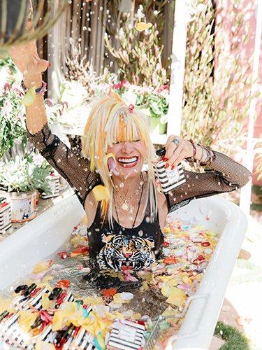 Betsey Johnson con su nueva fragancia 'Pretty n 'Punk'