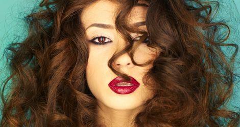 Aprende a domar el pelo rizado sin encrespamiento