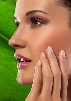 No es recomendable aplica el colorete en el centro del rostro