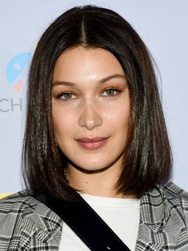 Bella Hadid luce un glass hair, el ultraliso impecable