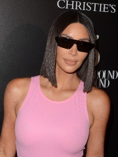 Kim Kardashian se atreve con el glass hair
