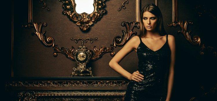 Un vestido negro es siempre un acierto en estas fechas
