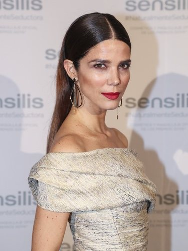 Juana Acosta posa con un peinado liso elegante