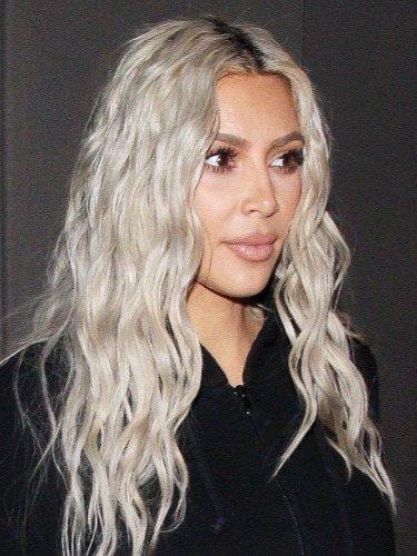Kim Kardashian y su melena frozen blonde