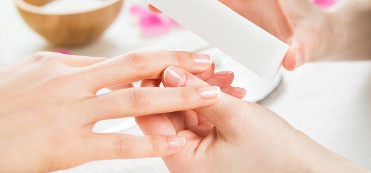 La alimentación es un factor que repercute mucho en las uñas
