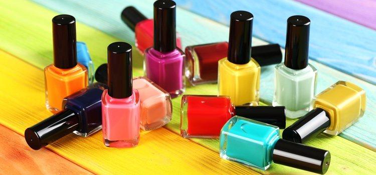 Las uñas también se debilitan por no usar productos para fortalecerlas