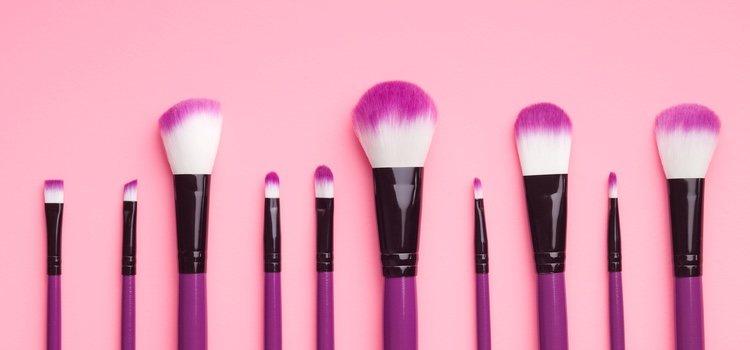 Donde si que tienes que gastarte dinero es en las herramientas de maquillaje como las brochas
