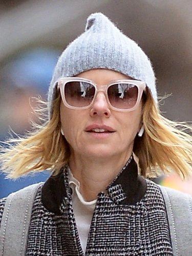 Naomi Watts tratando de ocultar su cansancio