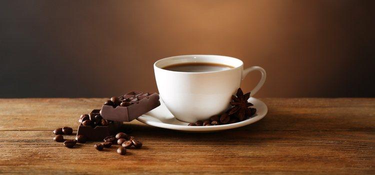 Alimentos como el chocolate, los embutidos, el alcohol o la cafeína afectan