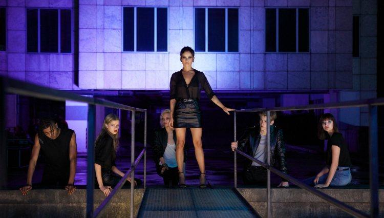 Zoë Kravitz y Presley Gerber son la nueva imagen de 'Black Opium' de YSL