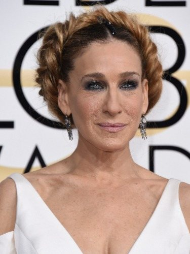 Sarah Jessica Parker escoge un recogido muy original en los Globos de Oro 2017