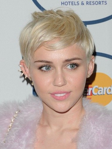 Miley Cyrus escoge un pixie short para un cambio radical