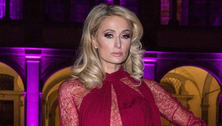 Paris Hilton se echa años encima