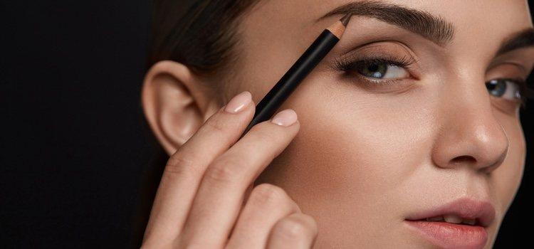 Los lápices de cejas son una opción estupenda si no tienes mucho tiempo para dedicarle a tus cejas