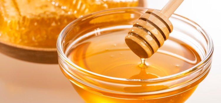 La miel es rica en sales minerales, aminoácidos, fructosa, glucosa y vitaminas