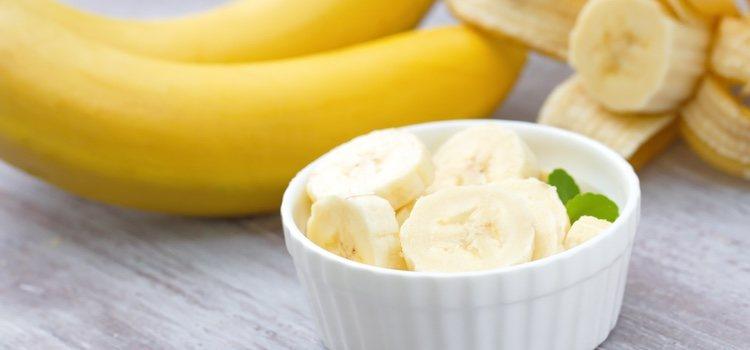 El plátano ayuda a calmar la picazón de la piel seca