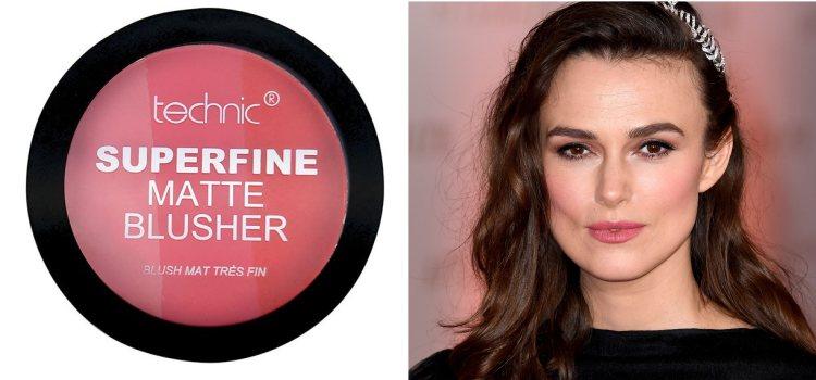 Superfine Matte Blusher es una combinación de tres tonos de colorete, perfecto para tu make up