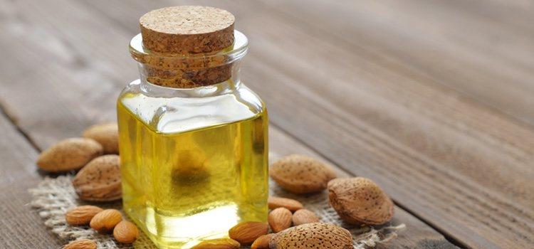 Mezcla aceite de almendras, ricino y oliva para una desmaquillante natural