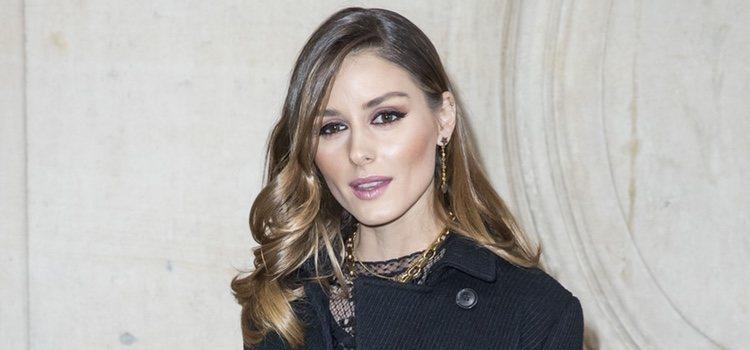 Olivia Palermo acudiendo al desfile de Dior en la Semana de la Moda de París