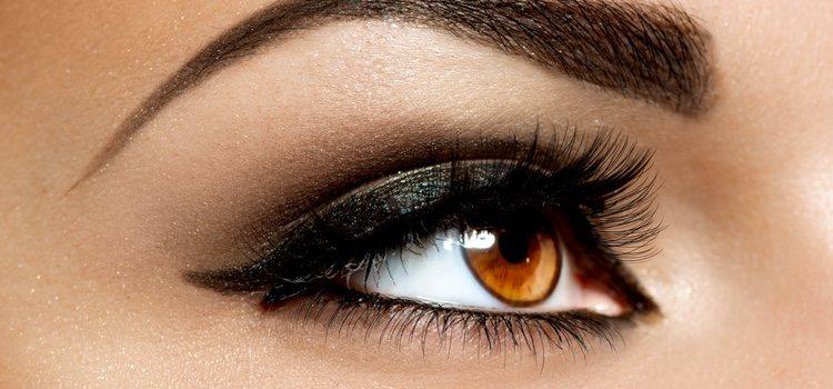 Utiliza el eyeliner marrón para delinear el párpado inferior