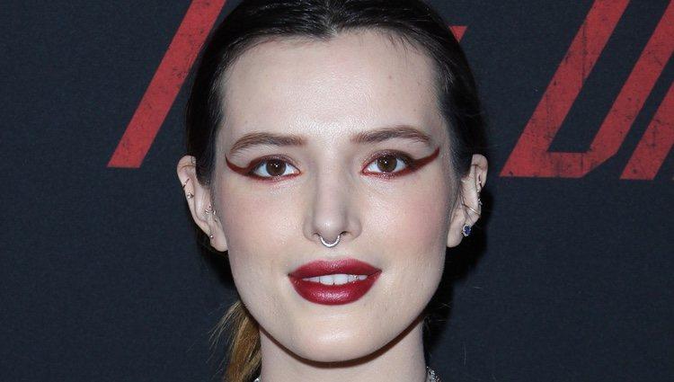 Bella Thorne y su eyeliner del revés