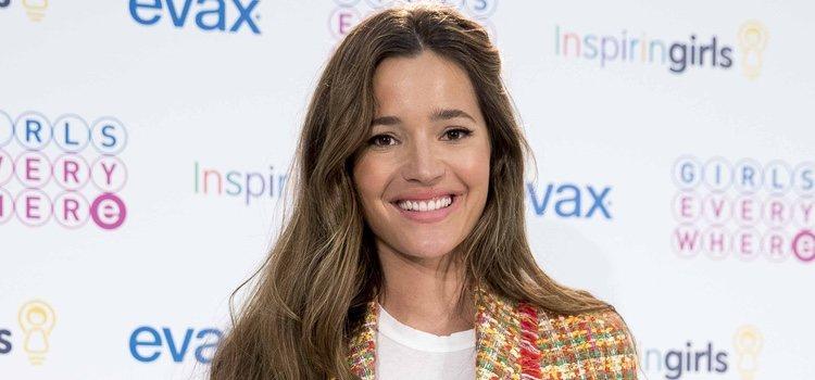 La modelo Mallena Costa acudió a un evento por la igual de las mujeres con un beauty look super natural con un toque romántico