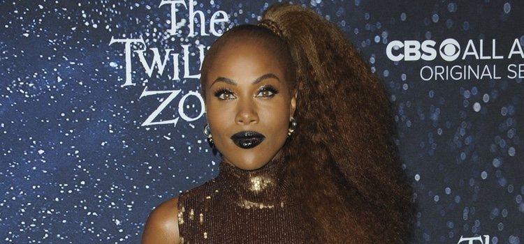 La actriz DeWanda Wise acudió al estreno de su última película con un look terrorífico con los labios a juego en negro