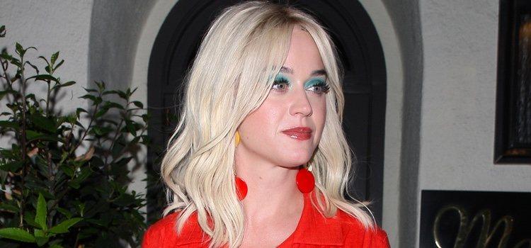 La cantante Katy Perry con una sombra de ojos intensa en color turquesa</p><p>
