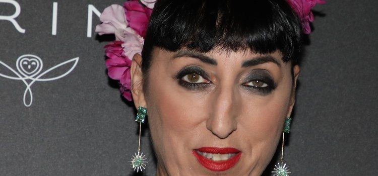 Rossy de Palma con corona de flores en los Premios Kering 2019