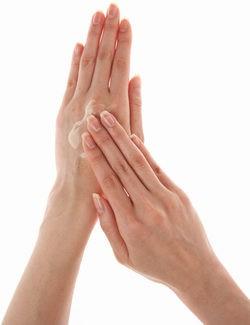 Elimina las manchas de las manos con una mascarilla casera