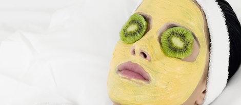 Elimina el exceso de grasa de tu rostro con una mascarilla a base de Kiwi