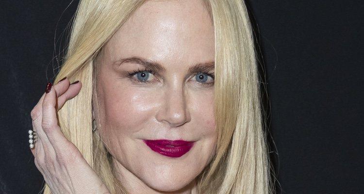 La actriz Nicole Kidman arriesga, pero no convence en el front row de Armani en París