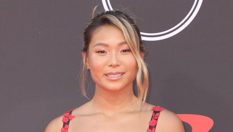 Chloe Kim con vestido asimétrico floral en los ESPY Awards 2019