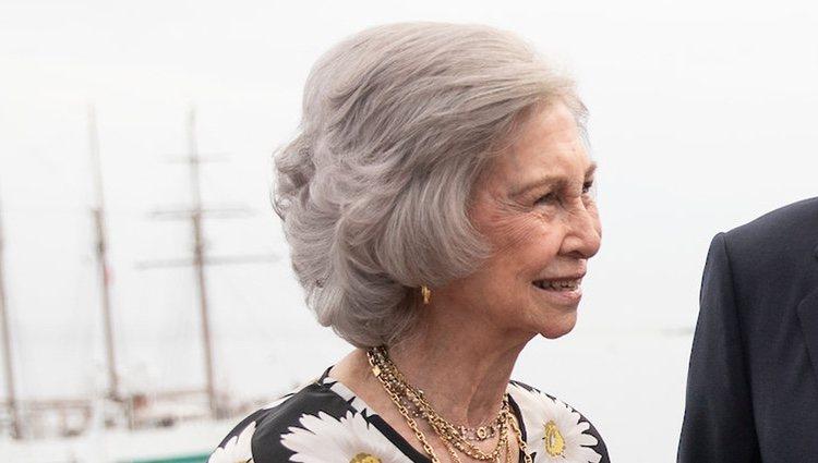 La Reina Sofía se rinde al efecto 'cara lavada'  y deslumbra en las regatas de Sansenxo