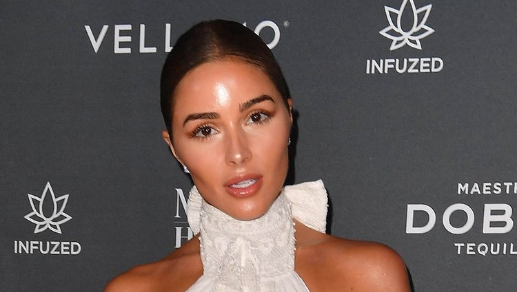 La desacertada apuesta de maquillaje de la modelo Olivia Culpo deja al descubierto un rostro lleno de brillos