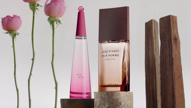 Notas altas de pimienta rosa, madera y pera dan equilibrio en dos fragancias muy personales