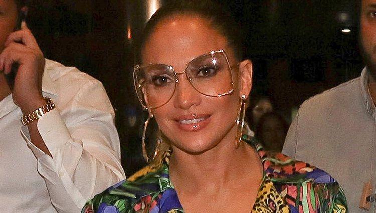 Jennifer Lopez aterriza en Tel Aviv con un beauty look con excesos, lista para un concierto multitudinario</p><p>