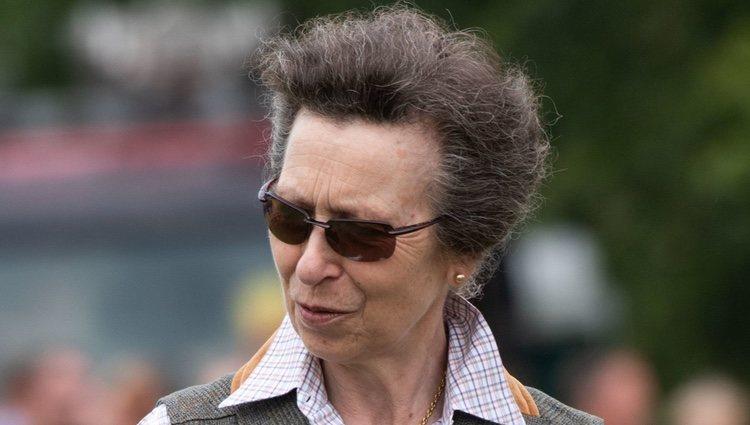 Reacia a los cambios de look y los salones de belleza, la Princesa Ana, luce el mismo peinado desde hace treinta años